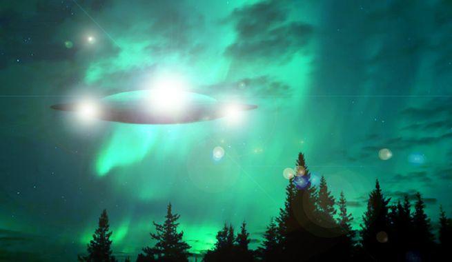 OVNI vert clair dans le ciel
